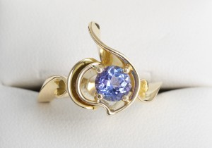 """Blossom"" cocktail ring 18ct yellow gold with 1.03ct tanzanite"